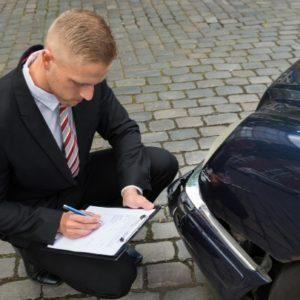 Компенсация материального ущерба производится на основании заключения оценщика