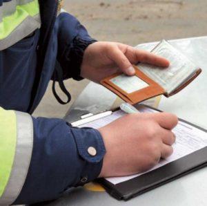 После составления протокола оригинал документа остается у инспектора ГИБДД