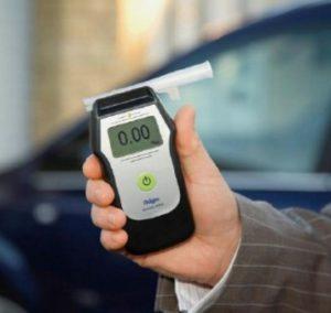 Водитель отказывается тестироваться на алкотестере