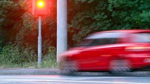 Какое наказание грозит водителю за проезд перекрестка на красный свет