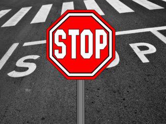 Сколько времени надо стоять перед знаком «СТОП»
