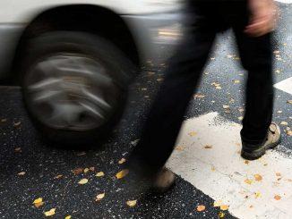 Зацепил машиной пешехода, но он ушел: как не лишиться прав?